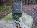 Pomnik poświęcony osobom, które zginęły w katastrofie śmigłowca w Cisnej: 10 styczeń 1991r.