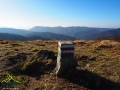 Na szczycie góry WORWOSOKA 1024m i widok w stronę Przełęczy Nad Roztokami 801m i Rypiego Wierchu 1002m.
