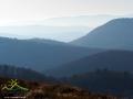Te niepowtarzalne kształty gór można zobaczyć tylko ze szlaku czerwonego prowadzącego z Cisnej do Smereka. Przełęcz nad Roztokami 801m i Rypi Wierch 1002m.