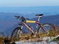 Rowerem ponad Zalewem Solińskim - zdjęcie wykonane na Małym Jaśle 1102m, czyli jednej z gór w pobliżu granicy polsko-słowackiej.