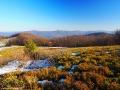 Widok ze zboczy góry Jasło w stronę Połoniny Wetlińskiej, Połoniny Caryńskiej i Tarnicy 1346m.