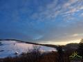 Ze zboczy Białego Wierchu 597m będziemy schodzić po zachodzie słońca...