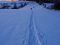 Ślady rakiet na śniegu, a do Białego Wierchu coraz bliżej.