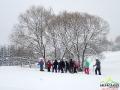 Pierwsze kroki na rakietach śnieżnych stawiane w Lutowiskach przez turystów z całej Polski.
