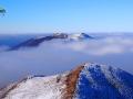 POŁONINA WETLIŃSKA we mgle podczas INWERSJI w Bieszczadach.