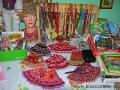 Krywulki i różne ozdoby do podziwiania i kupowania podczas poznawania tradycji łemkowskich.