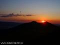 Zachód słońca nad Połoniną Wetlińską widziany spod schroniska Chatka Puchatka.