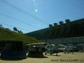 Widok na zaporę wodną w Solinie podczas zwiedzania wnętrza zapory.
