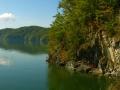 Jesień w Bieszczadach dotarła wodą do zapory wodnej w Solinie...