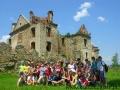 Grupa przy ruinach klasztornych karmelitów bosych w Zagórzu.