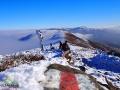 Szlak czerwony na szczycie Połoniny Caryńskiej w stronę najwyższych szczytów Bieszczad - Tarnicy 1346m i Pikuja 1408m.