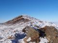 Najwyższe punkt Połoniny Caryńskiej 1297m wystający z mgieł jak wulkan.