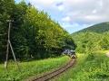 W tym miejscu najczęściej ciuchcia jest fotografowana w dolinie nad potokiem pomiędzy górami Matragona 990m i Hyrlata 1100m.