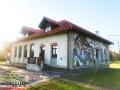 Budynek Bieszczadzkiej Szkoły Rzemiosł z innej perspektywy - zapraszamy do wizyty w Uhercach Mineralnych.