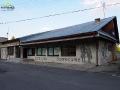 Stacja Bieszczadzkich Drezyn Rowerowych widoczna z drogi głównej.