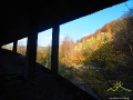 Widok spod wiaduktu w Duszatynie na osuwisko, gdzie jest poprowadzona droga z Duszatyna do Komańczy.