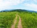 Widok ze szlaku 300 metrów od szczytu góry JASŁO na górki w stronę Cisnej, przez które prowadzi szlak czerwony.