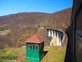 Przy każdym z wiaduktów i tuneli jest wartownia.