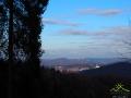 Widok na Zielone Wzgórza nad Soliną, o których śpiewa Wojciech Gąsowski widziane ze zboczy góry Korbania.