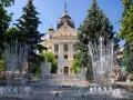 """Park z grającą fontanną i \""""grającym drzewem\"""" w centrum Koszyc działa od 1997r."""