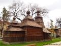 Drewniana cerkiewka przy Muzeum Wschodniosłowackim i Placu Maratończyka Pokoju.
