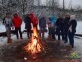 Grupa przy ognisku z niepowtarzalnymi kiełbaskami, oryginalnym grzańcem, herbatą z ziół...