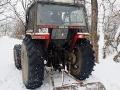 Jak na trasie kuligu jest dużo śniegu to utwardzamy ją traktorem z walcem, aby koniki miały lżej jechać.
