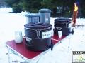 Dla wygody turystów zakupiliśmy 2 duże stoły. Na jednym z nich stoją termosy z herbatą i grzańcem.