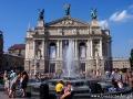 Teatr Opery i Baletu we Lwowie oraz nowa fontanna.