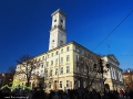 RATUSZ MIEJSKI stojący na środku rynku we Lwowie wzniesiony w latach 1827–1835 w stylu klasycystycznym.