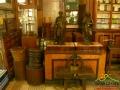 Wnętrze APTEKI, która m.in. pełni funkcję muzeum i posiada kopię I lampy skonstruowanej przez I. Łukasiewicza i J. Zecha.