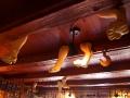 """""""Lew na suficie"""" w restauracji Dom Legend."""