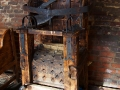 Krzesło tortur z podgrzewanymi kolcami - restauracja MIĘSO I SPRAWIEDLIWOŚĆ Lwów.