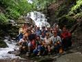 Wycieczka GÓRY UKRAINY - grupa przed 15 m wysokości wodospadem Szypot