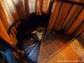 Jeszcze kilka kręconych schodów i jesteśmy we wnętrzu LAMPY NAFTOWEJ!