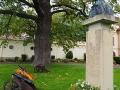 Pomnik IGNACEGO KRASICKIEGO z 1935r. postawiony w 200-setną rocznicę urodzin.