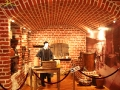 Pomieszczenie, w którym dokonuje się destylacji ropy naftowej - Bóbrka.