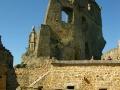 Mur graniczny oddzielający zamek górny od dolnego / dwóch rodów / dwóch gmin do dziś!