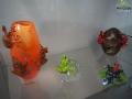 Flakony, żabki i inne produkty powstające ze szkła w Krośnie.