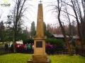 Pomnik postawiony na pamiątkę założenia KOPALNI OLEYU SKALNEGO w Bóbrce koło Krosna.