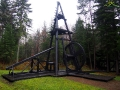 Wiertnica ręczna w Skansenie Przemysłu Naftowego w Bóbrce.