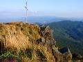 Widok ze skał w partii szczytowej Pikuja w stronę Wołowca i pasma Borżawa.