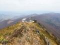 Widok z Pikuja w kierunku połoniny Borżawa, na której najwyższym szczytem jest Stoj 1677m.