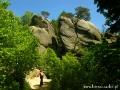 Rezerwat PRZĄDKI koło Krosna (Korczyny) ze skałami o legendarnych kształtach.