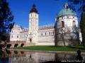 Zamek w Krasiczynie - widok z nad jednego ze stawów, nad którym położony jest zamek.