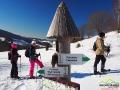 Turyści na szlaku zielonym prowadzącym z Przełęczy Wyżniańskiej na Połoninę Caryńską.