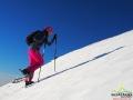 Madzia na największym podejściu na rakietach śnieżnych na Połoninie Caryńskiej.