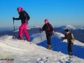 Wędrowcy na rakietach śnieżnych na Połoninie Caryńskiej.