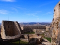 Mury Spisskiego Hradu położone na skale wapiennej.