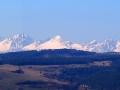Widok z najwyższej wieży Spisskiego Hradu na Tatry Wysokie.